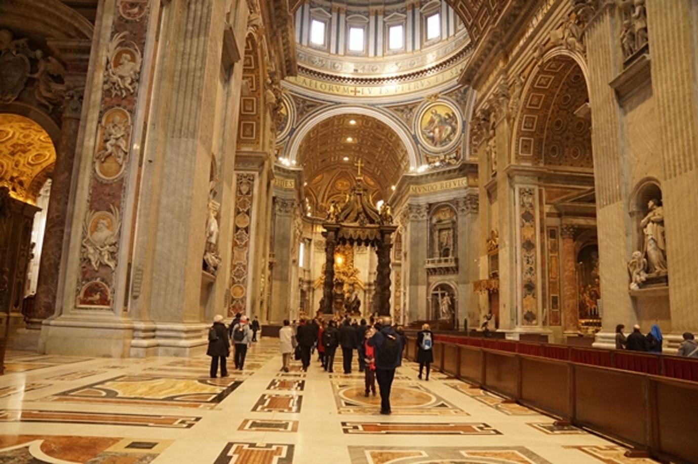 3-Entrée dans la basilique Saint-Pierre