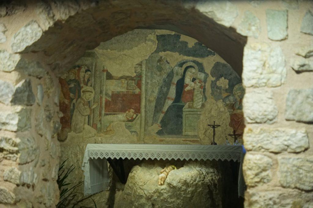 crèche de Saint-François avec Marie allaitant dans son ermitage