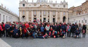 6- Notre groupe de pelerins devant la basilique Saint Pierre